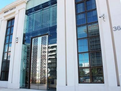 Come gestire porte in vetro oversize